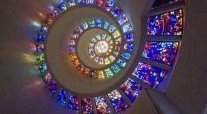 o-GLORY-WINDOW-SPIRAL-STAINED-GLASS-WINDOW-900-630x350